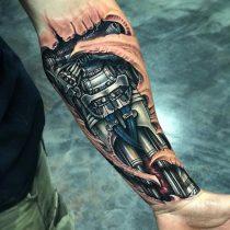 Kolorowy tatuaż Biomechanika męski ręka przedramię