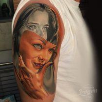 Tatuaż kobieta dziewczyna maska