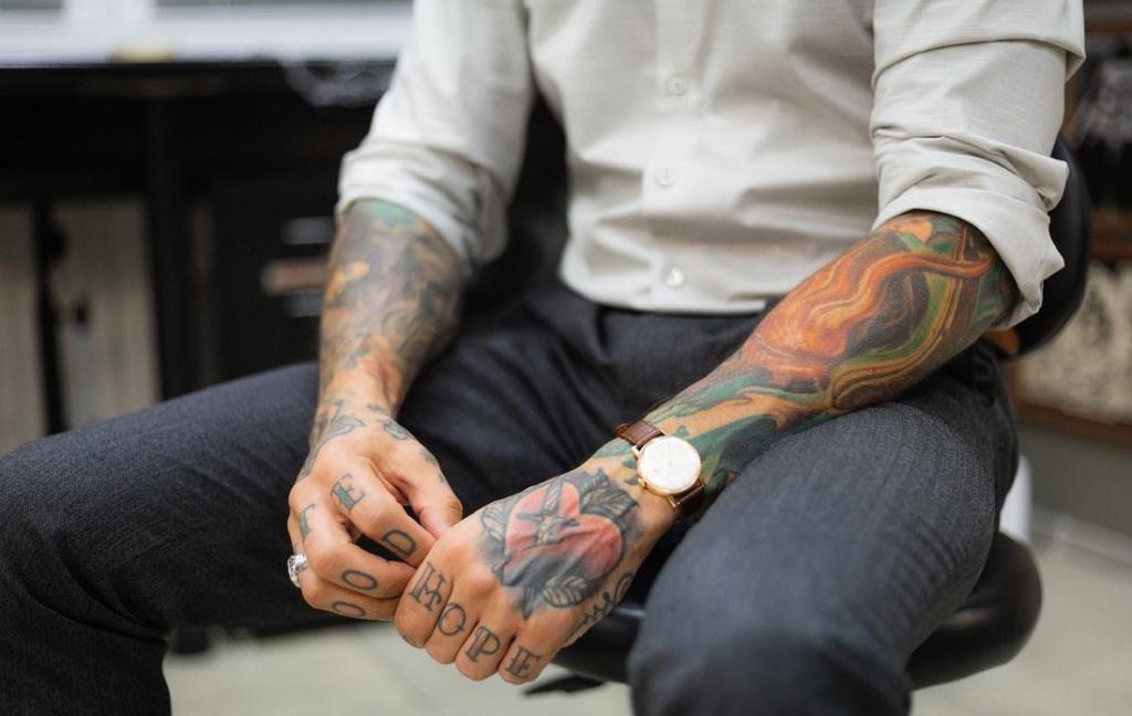 Blaknięcie tatuaży.  Przyczyny iwskazówki.