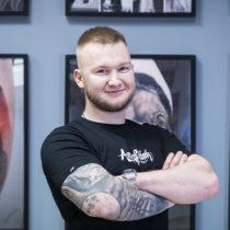 Tatuażysta z Sosnowiec Sebastian Serek Sersky Tattoo ze studio tatuażu Aerograffitink.