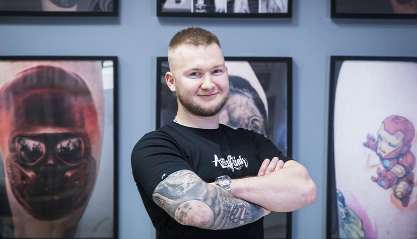 Tatuażysta zSosnowiec Sebastian Serek Sersky Tattoo zestudio tatuażu Aerograffitink