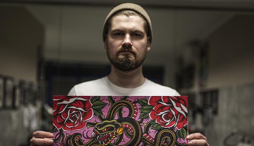 Tatuażysta Artur Budyk Blady Czort zmiasta Warszawa zestudio tatuażu Art Force Tattoo.
