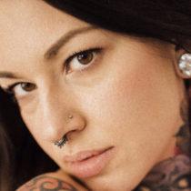 Tatuażysta Iwona Koźlarzewska Evil Yvonne z miasta Warszawa ze studio tatuażu Caffein Tattoo