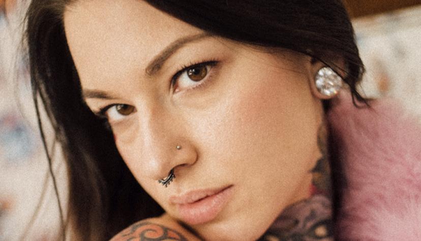 Tatuażysta Iwona Koźlarzewska Evil Yvonne zmiasta Warszawa zestudio tatuażu Caffein Tattoo