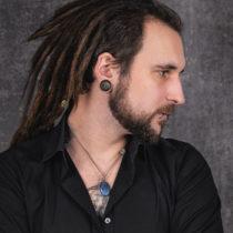 Tatuażysta Tomasz Żuk Kruczy z miasta Warszawa ze studio tatuażu WarsawINK