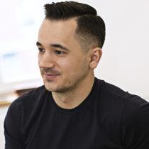 Tatuażysta Jaroslaw Baka z miasta Opole ze studio tatuażu Rock Tattoo