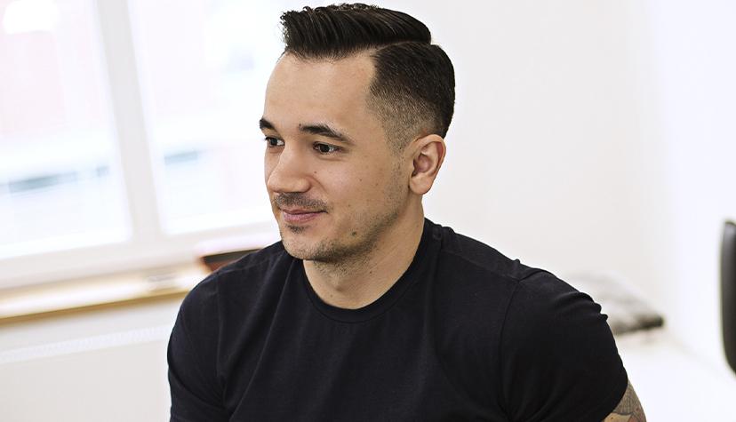 Tatuażysta Jaroslaw Baka zmiasta Opole zestudio tatuażu Rock Tattoo