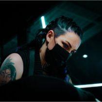 Tatuażysta Kate Black Tattoo z miasta Toruń ze studio tatuażu Intruz Ink