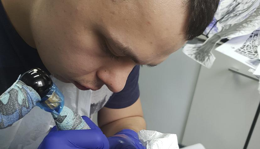 Tatuażysta Mateusz Leśniewski Mati zmiasta Głogów