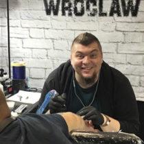 Tatuażysta Ruslan Novak z miasta Wrocław ze studio tatuażu Black Moth Tattoo & Piercing