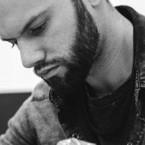 Tatuażysta Tomasz Podleśny Thom Planter z miasta Rybnik ze studio tatuażu Ink Ognito Tattoo