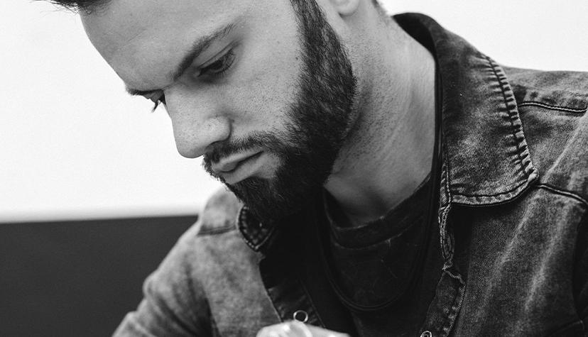 Tatuażysta Tomasz Podleśny Thom Planter zmiasta Rybnik zestudio tatuażu Ink Ognito Tattoo