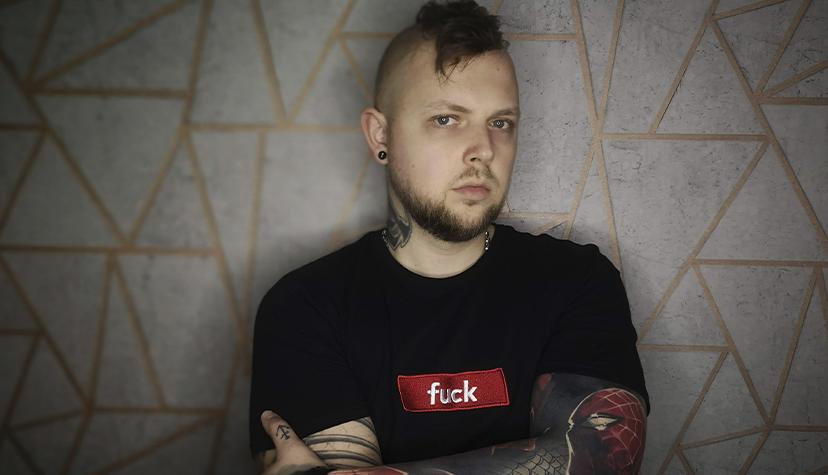 Tatuażysta Jacek Fleran zGdańsk zestudio tatuażu NieMów Mamie