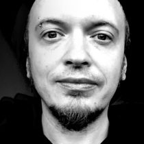 Tatuażysta Piotr Dedel z miasta Kraków ze studio tatuażu Schiza Tattoo
