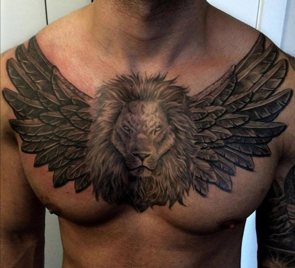 Tatuaż Lew zeskrzydłami naklatce piersiowej znaczenie dla mężczyzn ikobiet