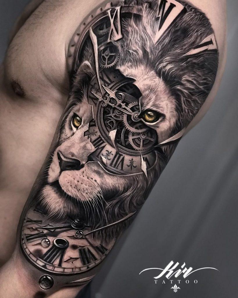 Tatuaż głowa lwa podzielona zegarkiem naramieniu znaczenie dla mężczyzn ikobiet