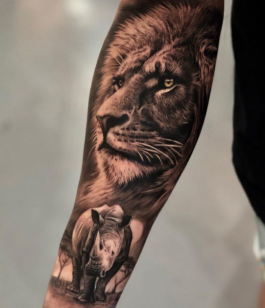 Tatuaż głowa lwa znosorożcem naprzedramieniu znaczenie dla mężczyzn ikobiet