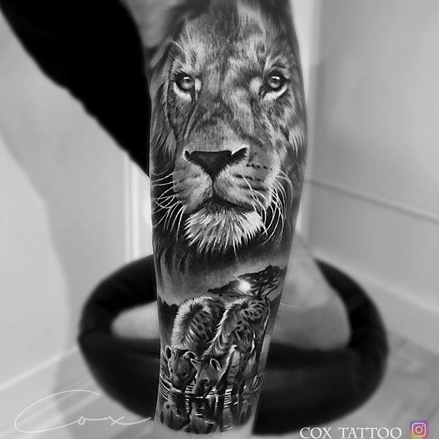 Tatuaż głowa lwa zszakalami znaczenie dla mężczyzn ikobiet
