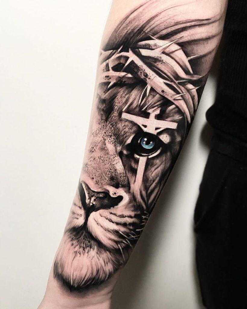 Tatuaż lwa zniebieskim okiem ikrzyżem naoku znaczenie dla mężczyzn ikobiet
