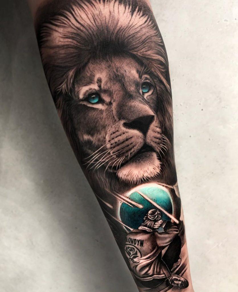 Tatuaż lwa zniebieskimi oczami znaczenie dla mężczyzn ikobiet