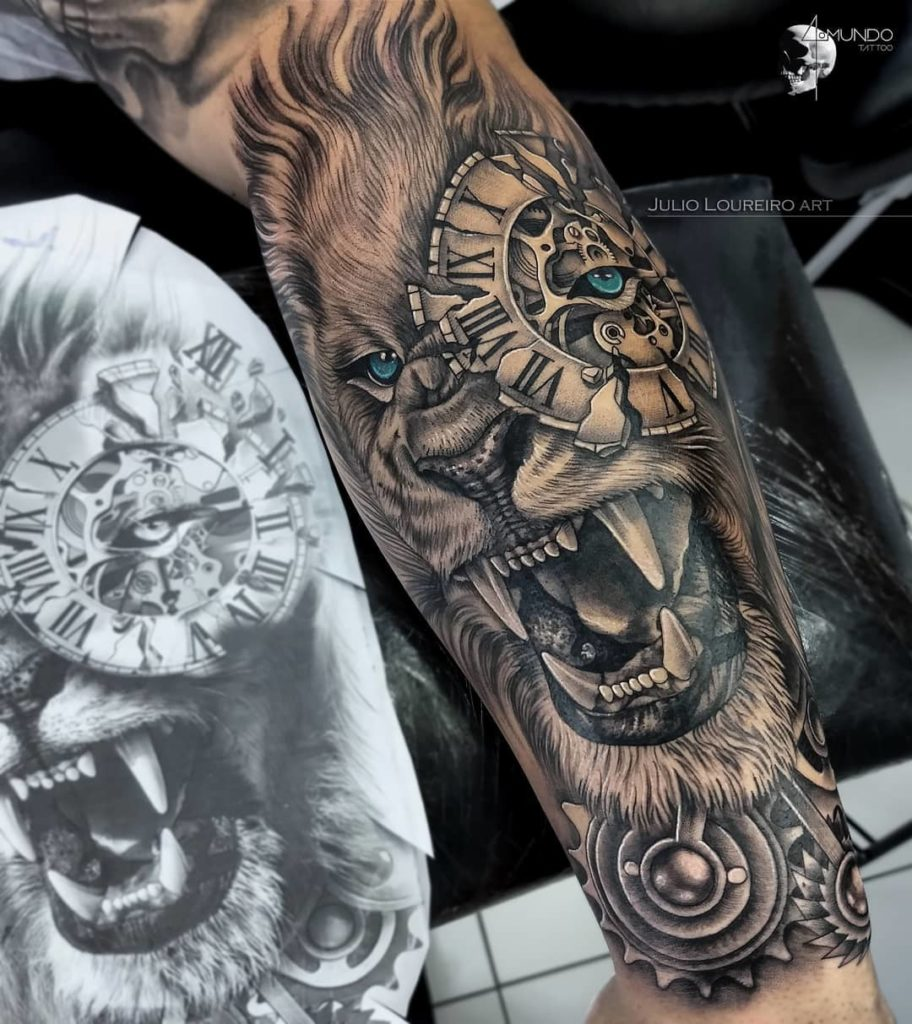 Tatuaż lwa zzegarkiem naoku naprzedramieniu znaczenie dla mężczyzn ikobiet