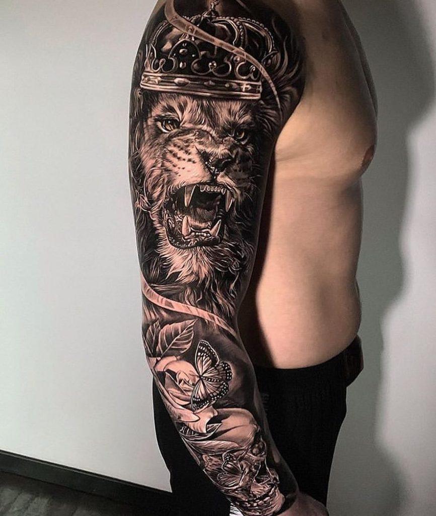 Tatuaż warczący lew zczaszką rękaw naprzedramieniu, ramie znaczenie dla mężczyzn ikobiet