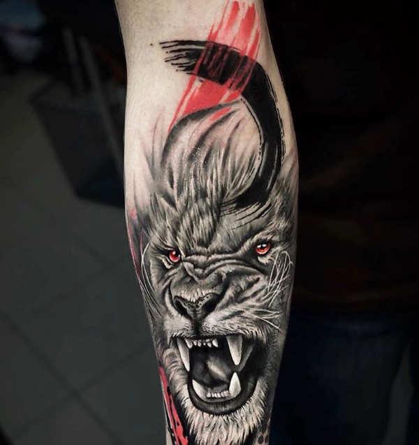 Tatuaż warczący lew zTrash-Polka naprzedramieniu znaczenie dla mężczyzn ikobiet