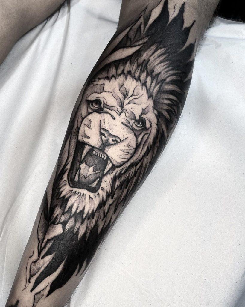 Tatuaż zły lew wstylu graficznym nałydce znaczenie dla mężczyzn ikobiet