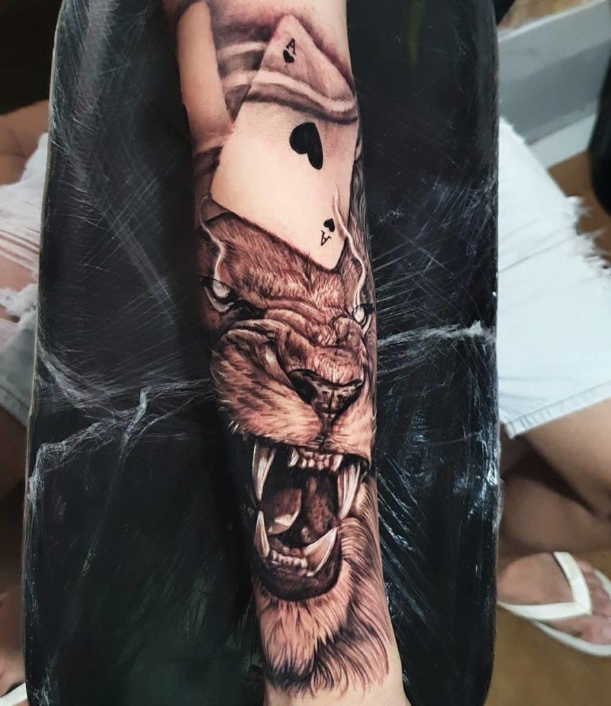 Tatuaż zły lew zasem Znaczenie dla mężczyzn ikobiet