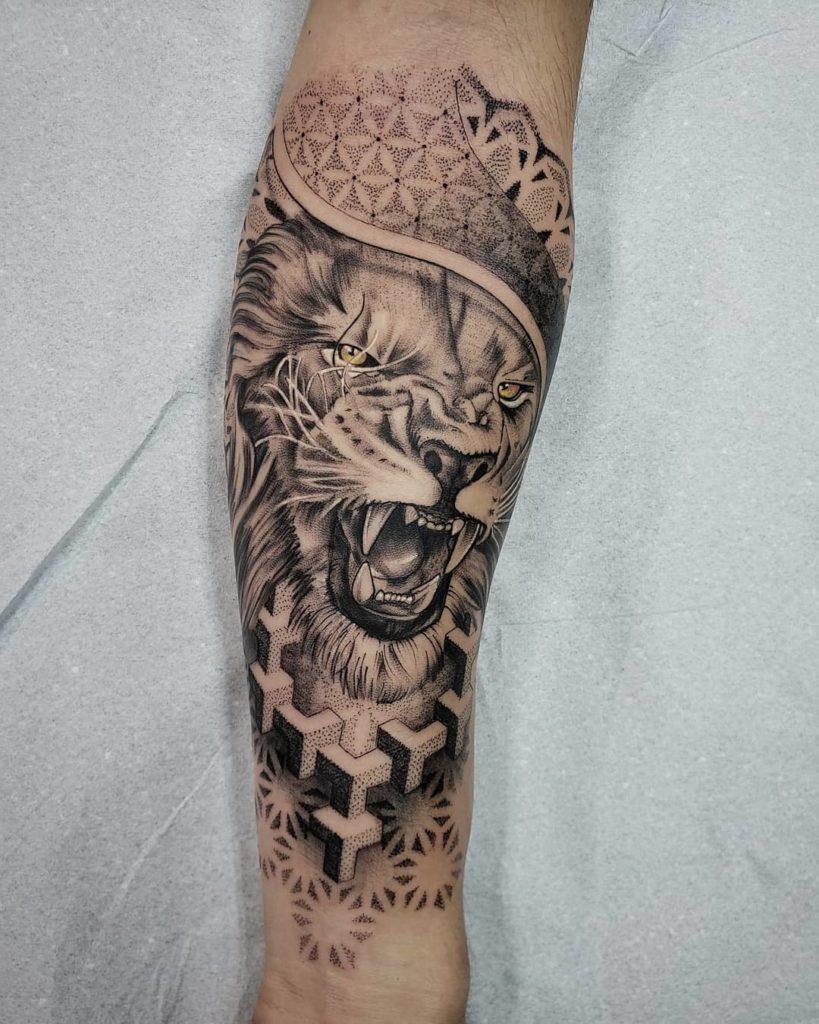 Tatuaż zły lew zzielonymi oczami zdotworkiem nałydce znaczenie dla mężczyzn ikobiet