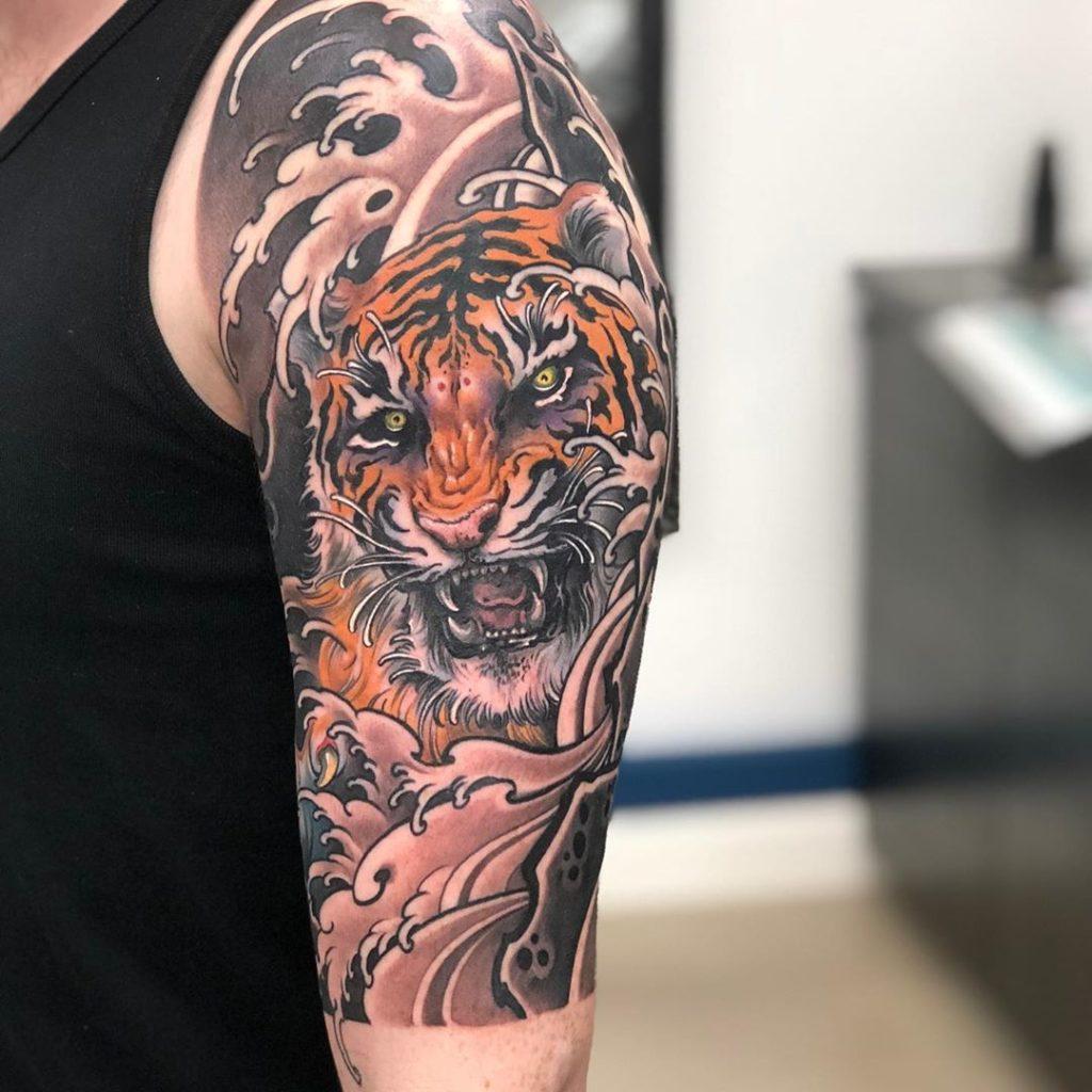 Tatuaż tygrys wjapońskim stylu naramieniu, barku męski, kobiecy