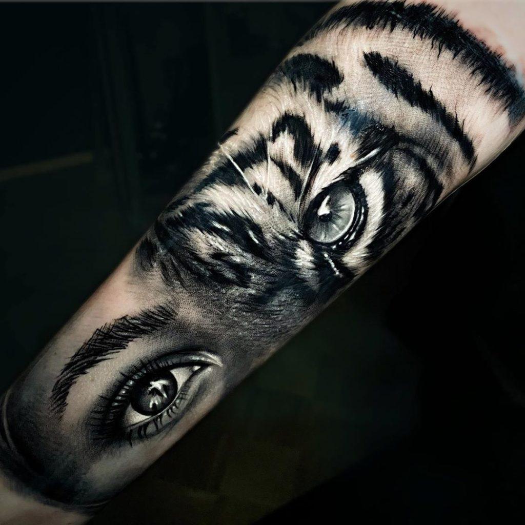 Tatuaż głowa tygrysa zgłową kobiety naprzedramieniu dla mężczyzn ikobiet