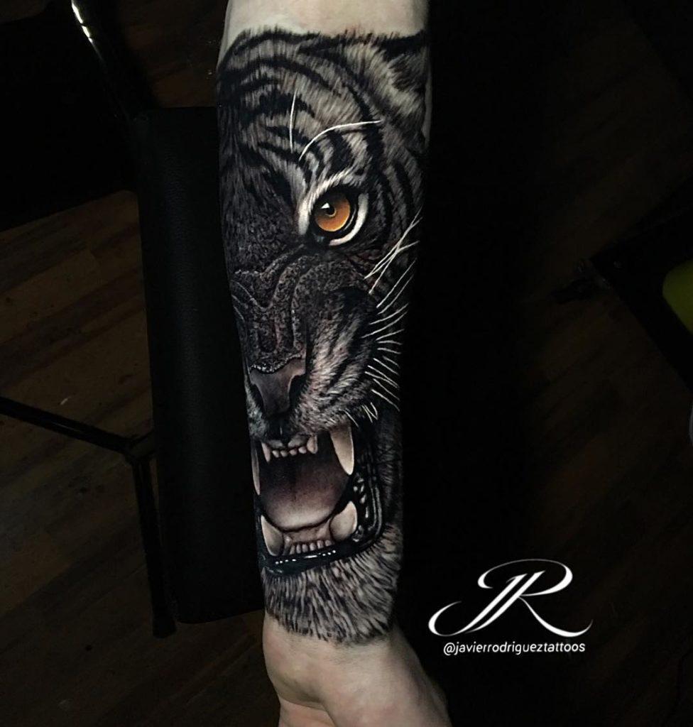 Tatuaż głowa złego tygrysa naprzedramieniu dla mężczyzn ikobiet