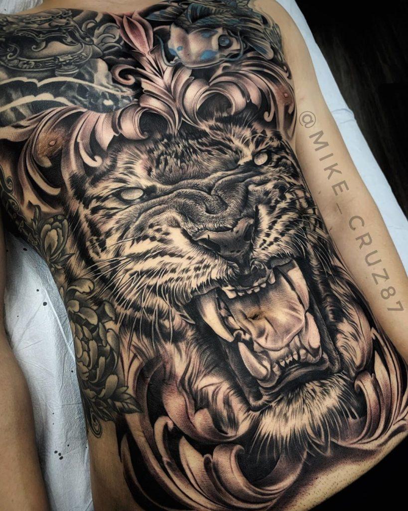 Tatuaż zły tygrys zwzorami naklatce piersiowej, brzuchu dla mężczyzn ikobiet